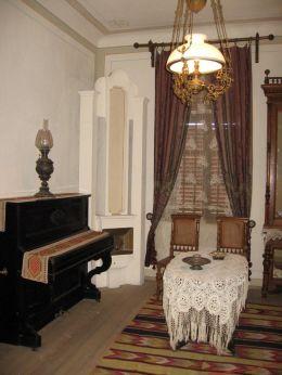 Къща-музей Алеко Константинов - стая с пиано - Исторически музей град Свищов